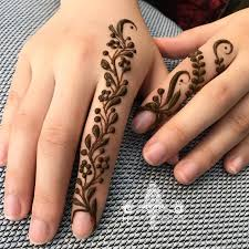 41 Simple Mehndi Designs for your Fingers