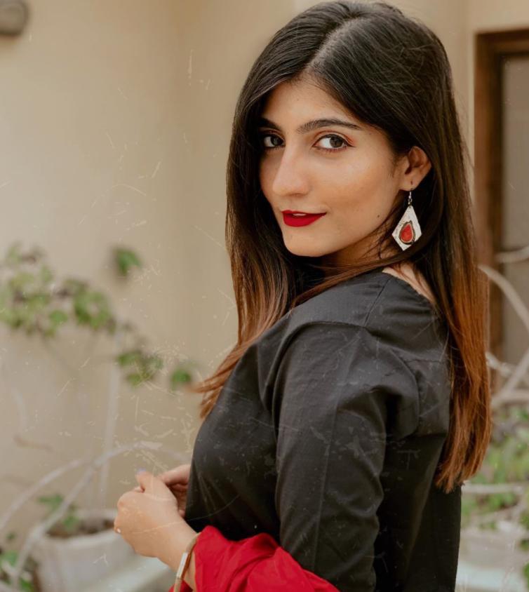Pakistani Fashion Vlogger Anushae Khan